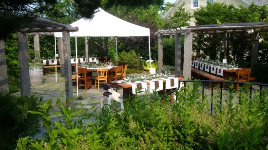 ‪‪Le Caveau Restaurant‬: Sunny days on our Pergola Patio‬