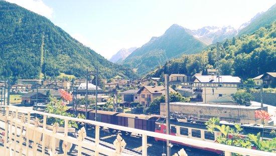 Orsieres, Svizzera: Vue sur Orsières et ses montagnes