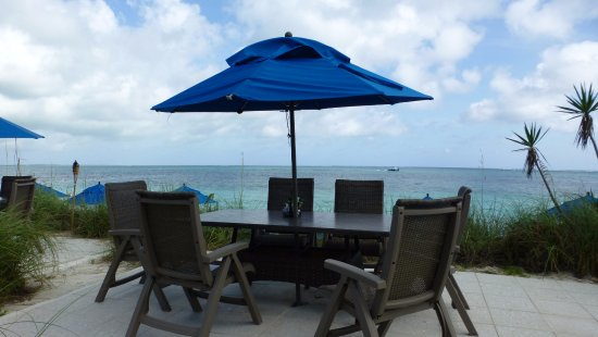 Windsong Resort: Our table on the ocean