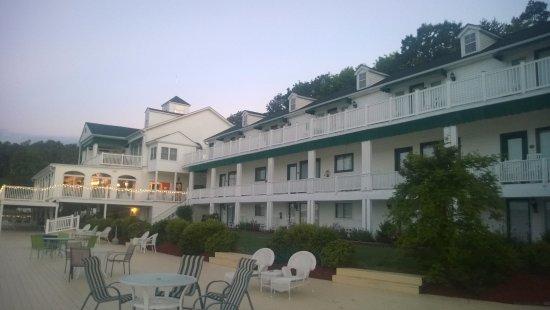 Mountain Harbor Inn Resort On the Lake: The lovely hotel