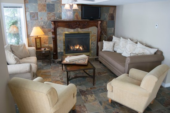 River to Peaks Inn: Common Area Living Room