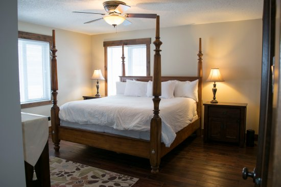 River to Peaks Inn: Monashee Suite