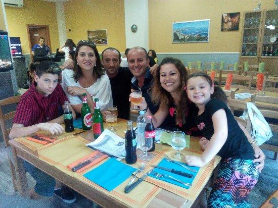Una grande serata tra amici foto di pizzeria universit for Subito it gorizia arredamento