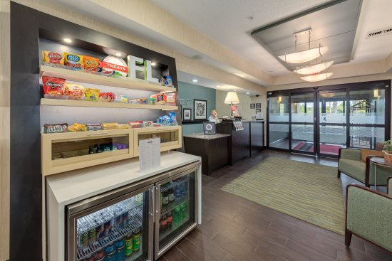 Hampton Inn Niceville-Eglin Air Force Base: Lobby Treat Shop