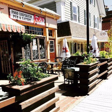 Joes Food Emporium: Main Street Patio