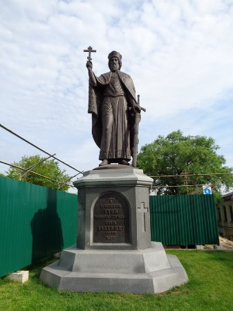 ‪Monument to St. Vladimir‬