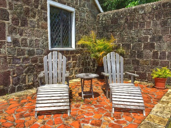 Ottley's Plantation Inn: Small patio outside my cottage