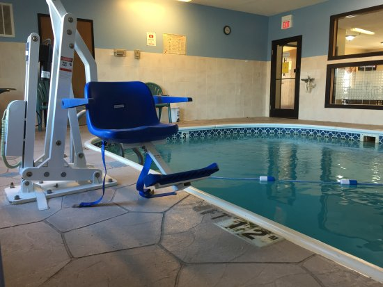 Morton, IL: POOL AREA