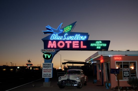Blue Swallow Motel: Sunset at the Blue Swallow