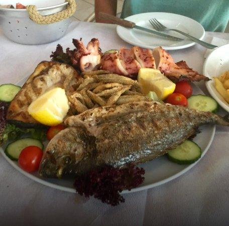 Aqua Beach Restaurant: mix fish for two