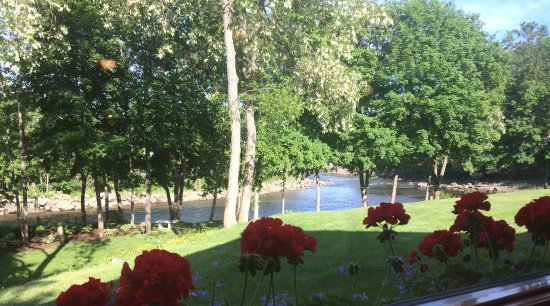 Ellsworth, ME: Beautiful view of the Union River; delicious lobster pot special