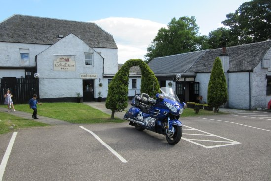 Lochnell Arms Hotel: Got there earl so prime parking
