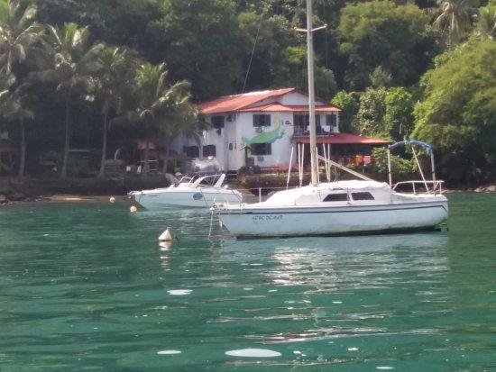 Che Lagarto Suítes Ilha Grande: Em frente ao Hostel