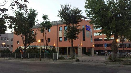 Hotel Vega: 20160622_212143_large.jpg