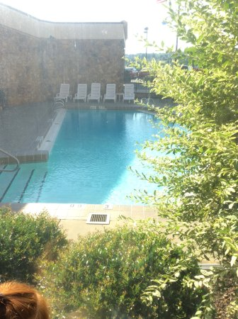 Comfort Inn & Suites: View of pool from the elevator