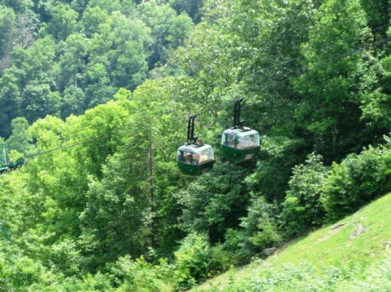 Ansted, Virginia Occidental: A tram runs to the river canyon below where boating is available.