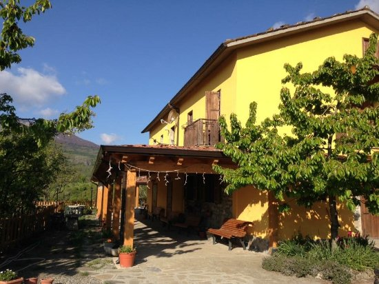 BioAgriturismo La Garavina: Struttura esterna