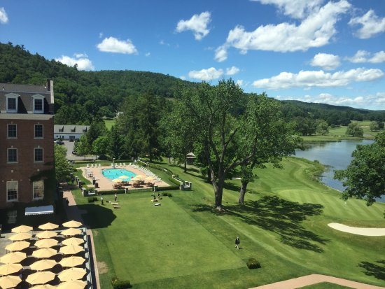 The Otesaga Resort Hotel: What a beautiful and relaxing resort.  Family friendly and great for a romantic trip.  The servi