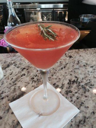 Gainesville, Βιρτζίνια: Seasonal cocktail with fresh grapefruit!