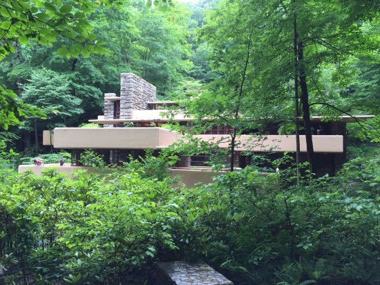Fallingwater: Side view of the property