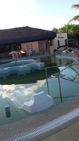 Grand Palladium Imbassai Resort & Spa: Água suja... as águas dos banheiros do quarto saem assim...