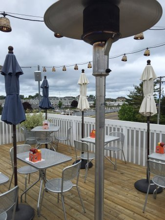 New Buffalo, MI: It was a chilly day but the staff was great and had the outdoor heaters going. It was actually q