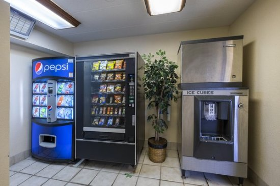 Red Roof Inn Palm Coast: Snack Center
