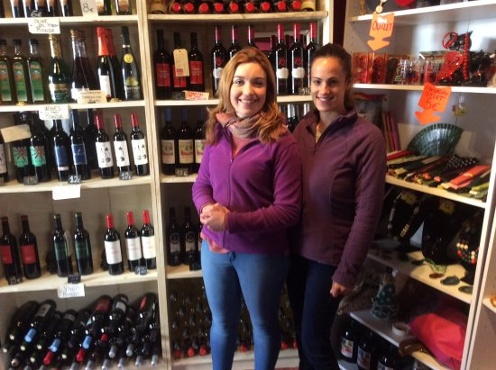 Bodega Doña Felisa: Very pleasant and helpful young ladies