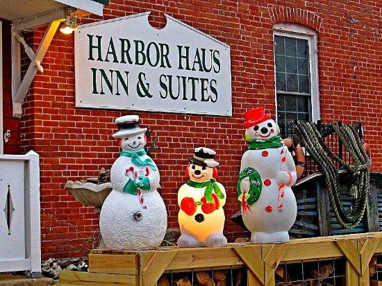 Harbor Haus Inn & Suites: Christmas at the harbor haus