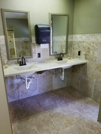 Mountain Meadow RV Park & Cabins: Our true bathrooms
