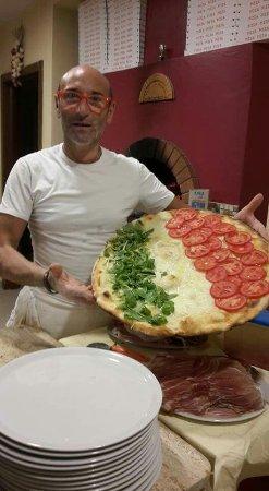 S. Pietro: In occasione degli europei ecco a voi la pizza all Italiana.....