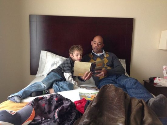Holiday Inn Express Chicago O'Hare: Son reading to son is great