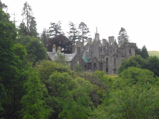 Colintraive, UK: Castle from the bridge.