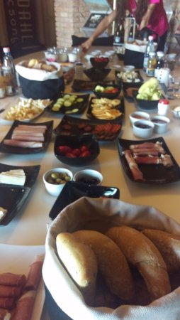 Badacsonytomaj, Hungary: Breakfast for 7 people.