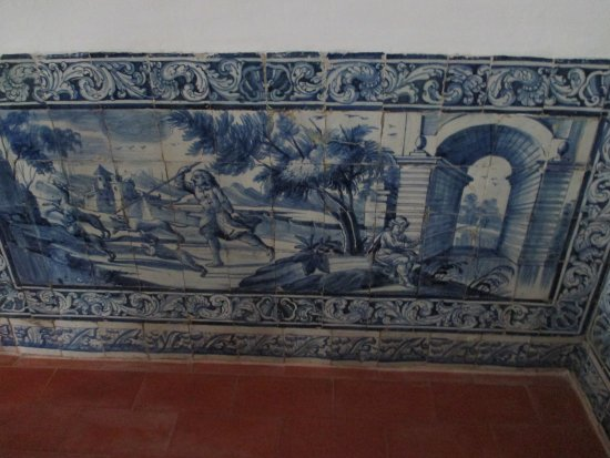 Algueirao - Mem Martins, Portugal: Dining room tiles.  Beautiful!!!!