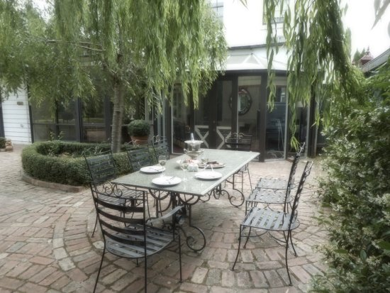 Clunes, Australia: Enjoy lunch or dinner alfresco