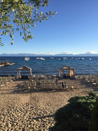 Hyatt Regency Lake Tahoe Resort, Spa and Casino: View of the beach from the outdoor eating area