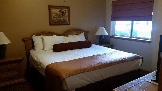 Wyndham Pagosa: King Size Bed in the one bedroom unit...very comfy mattress!