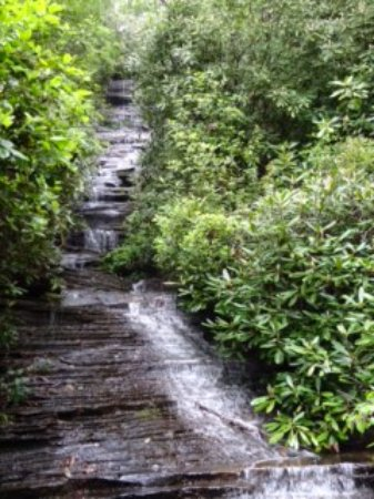 Lakemont, Georgien: Angel Falls at the top of the trail