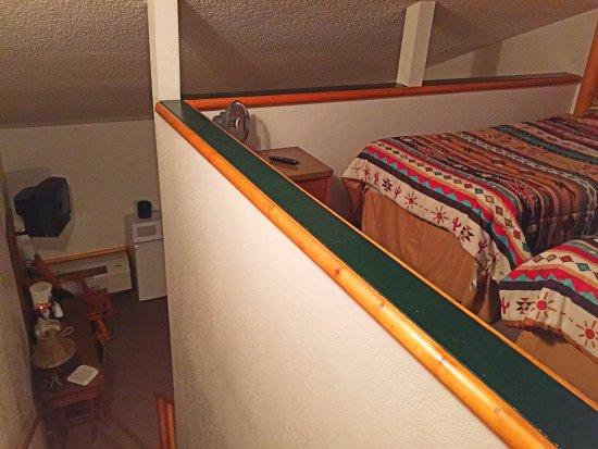 Brundage Inn : the loft is open to below and room sleeps 5