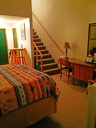 Brundage Inn: beautiful loft room for a great price!