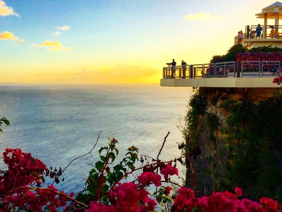 Two Lovers Point: Taken during sunset from the courtyard before you pay to access the observation decks.