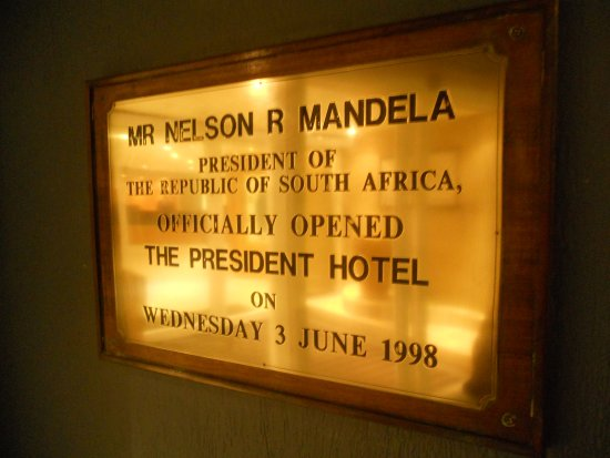 Bantry Bay, Sudáfrica: Plaque at hotel entrance