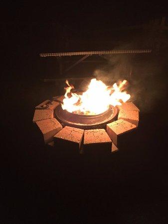 Carleton Motel & Cabins: Fire pit