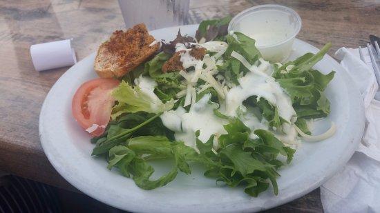 Shorty Pants Lounge and Marina: Yummy green salad