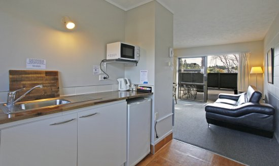 Warkworth, Nya Zeeland: 2 bedroom unit kichenette