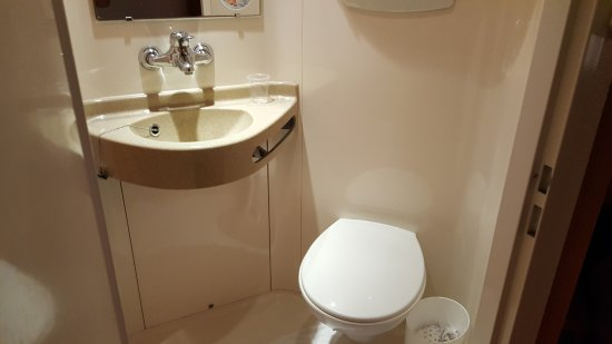 Première Classe Annemasse - Ville-La-Grand : very small toilet and bathroom ! i hope that you're not a big size !