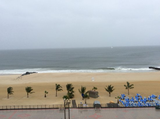 Ocean Place Resort & Spa: a little windy and rainy on our first day but beautiful for rest of weekend - view from our balc
