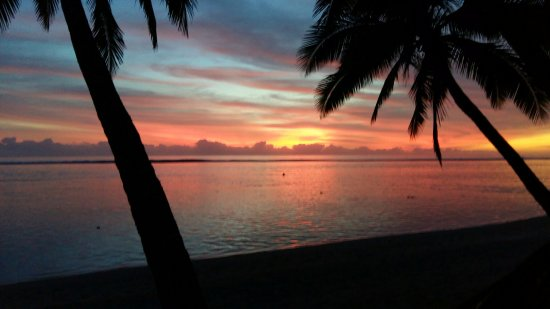 Sunhaven Beach Bungalows: Sunset by the hotel