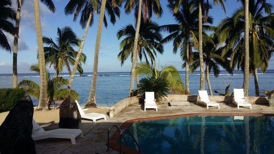 Sunhaven Beach Bungalows: Pool outside room